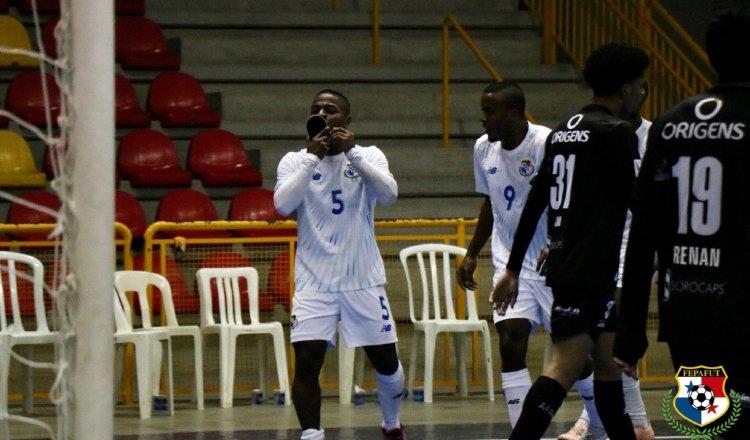 Alfonso Maquensi festeja su gol ante el equipo brasileño Magnus Futsal Sub-20. Foto:Fepafut