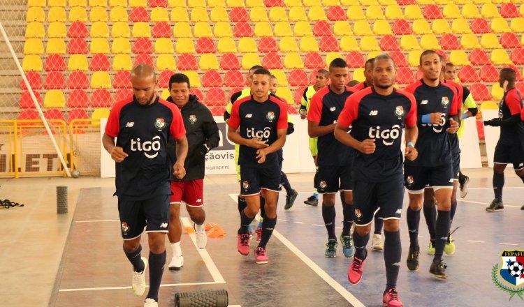 El equipo de futsal en los entrenamientos en Brasil. Foto:Fepafut