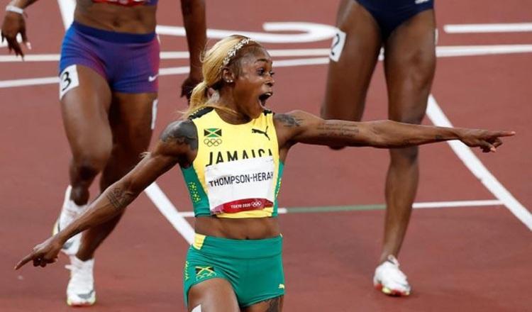 La jamaiquina Elaine Thompson-Herah ganó en los 100 metros femeninos y busca repetir en los 200 metros. Foto:EFE