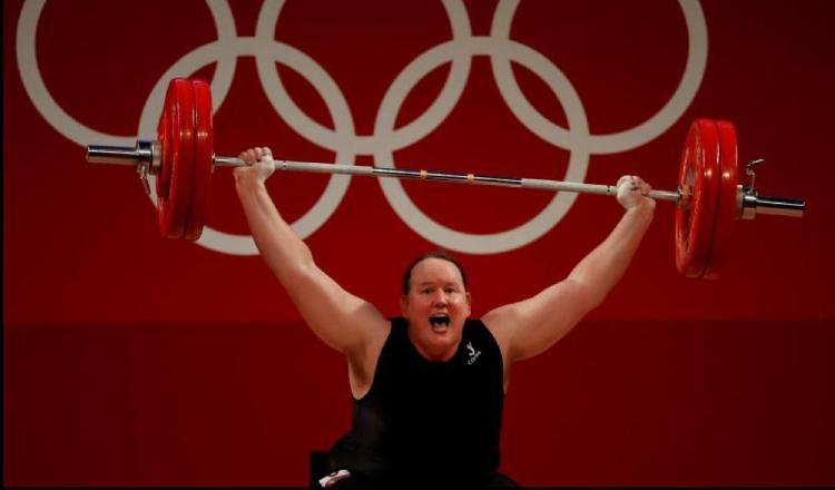 La atleta, transgénero, Laurel Hubbard es la neozelandesa que vio acción en los Juegos Olímpicos de Tokio. Foto:EFE