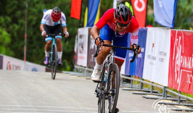Franklin Archibold sigue de líder en la clasificación general, también comanda el ranking en las montañas en el Tour de Panamá. Foto:@Fepaci
