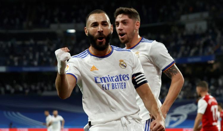 Karim Benzema anotó tres goles para el onceno del Real Madrid. Foto:EFE