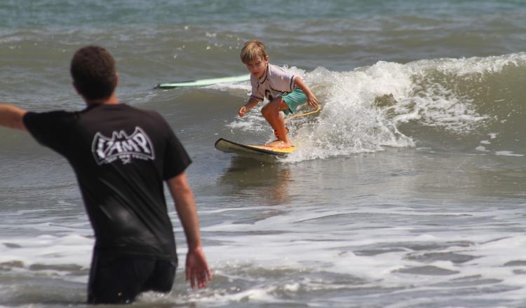El torneo infantil y juvenil de surf. Foto: Cortesía