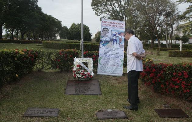 Se inició la batalla y en los forcejeos, la bandera panameña resultó rasgada. Foto/Victor Arosemena