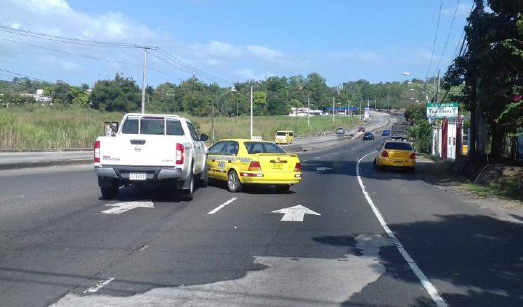 Los usuarios siguen tomándose riesgos en las carreteras. Foto: Panamá América.