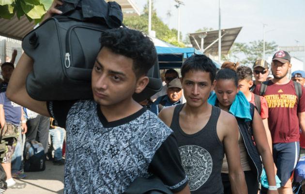 La caravana salió de San Pedro Sula, Honduras, el lunes pasado y en ella viajan hombres, mujeres y niños.