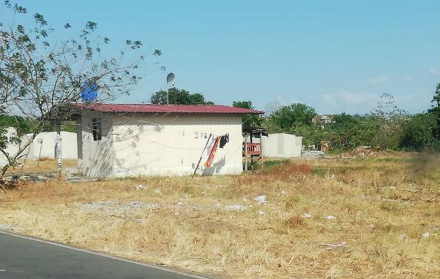Las 'casas de papel' que nunca entregó el programa Techos de Esperanza. Foto: Miriam Lasso.