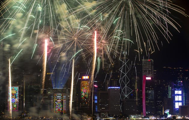 Despliegan fuegos artificiales en varios sectores de China. FOTO/AP