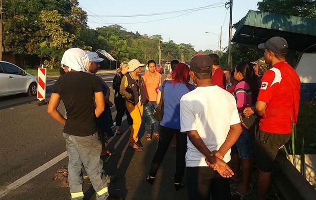 La protesta se dio en parte de la carretera y a orillas de la misma. Foto: Diómedes Sánchez.