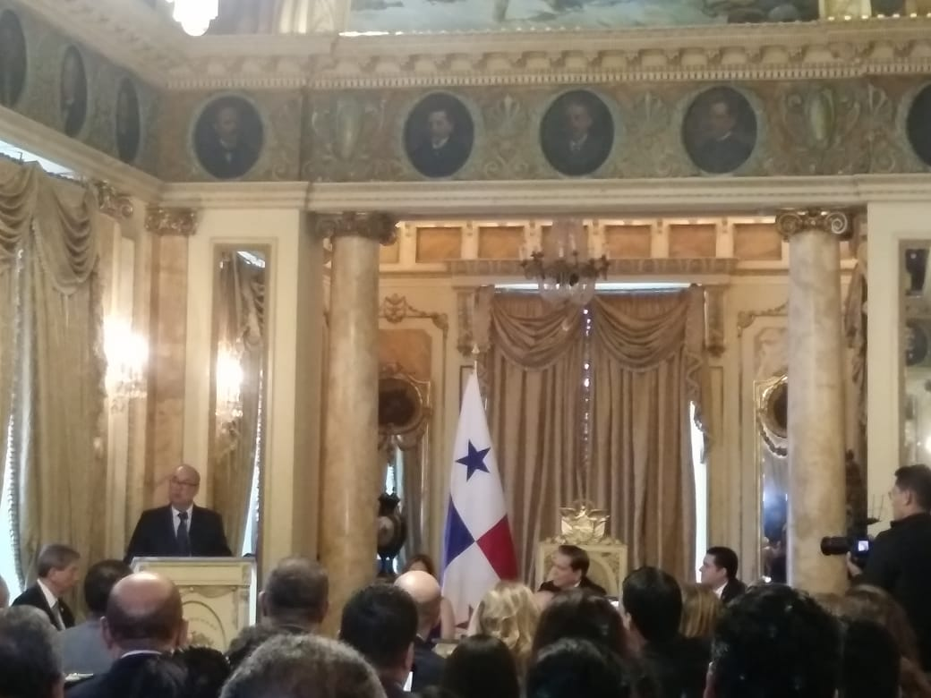 Enrique Lau Cortés ha sido subdirector de la Caja de Seguro Social y subcontralor de la República.