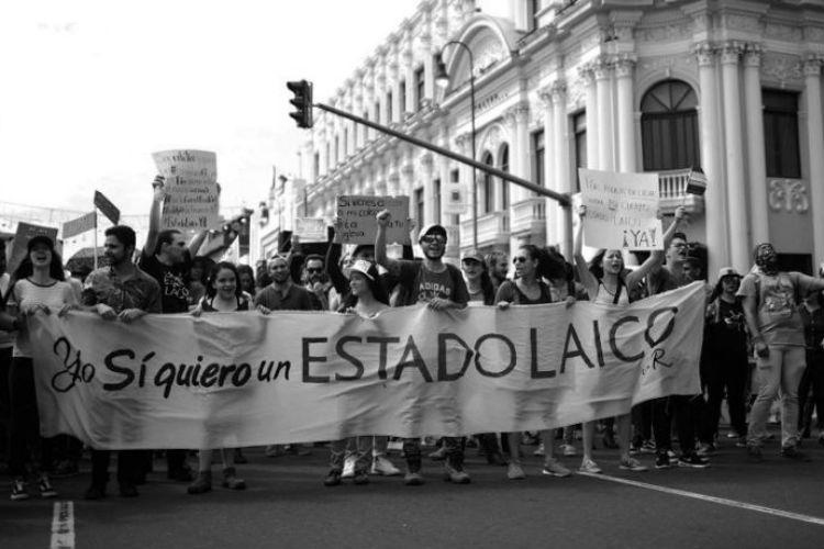 En diferentes países grupos han solicitado la separación de la Iglesia de los asuntos públicos en temas sensitivos. Foto: EFE.