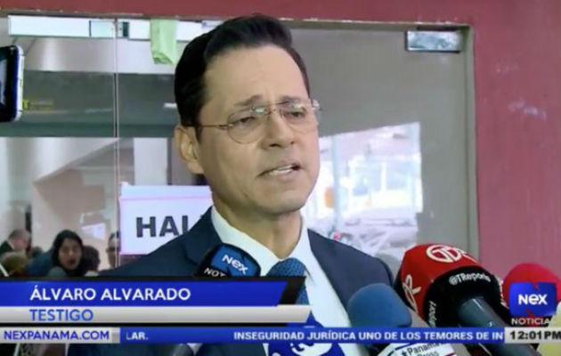 El periodista Álvaro Alvarado se presentó al juicio oral al expresidente Ricardo Martinelli, en el Sistema Penal Acusatorio. Foto Víctor Arosemena