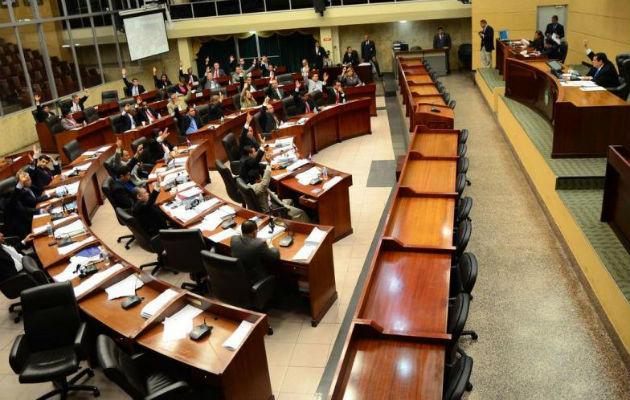 La Asamblea Nacional está siendo cuestionada por el mal manejo de recursos y nombramientos de allegados en planillas de ese órgano del Estado. Foto: Panamá América.