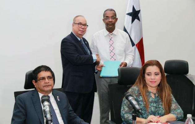 Enrique Lau Cortés presentó la propuesta ante los diputados de la Comisión de Gobierno.