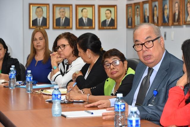 El director de la CSS, Enrique Lau Cortés, en la reunión con las asociaciones de pacientes con enfermedades crónicas y degenerativas. Foto Cortesía