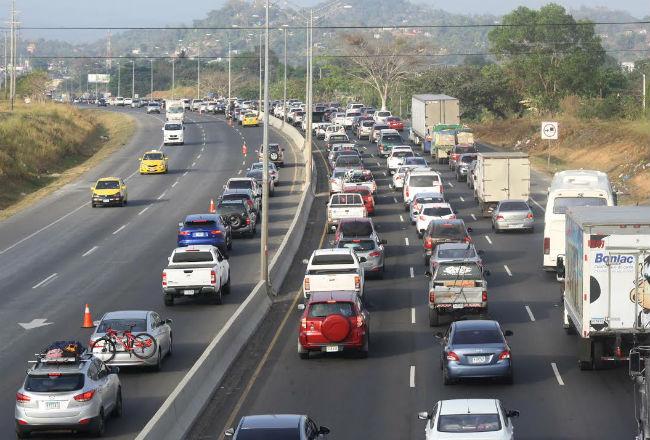 El domingo 21 de abril el horario de inversión de carriles se mantendrá desde las 8:00 a.m. a 6:00 p.m., para los viajantes que retornen hacia la capital y se invertirá un carril desde El Nance de San Carlos hasta Sajalices.