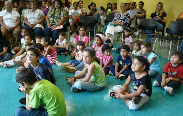 Los niños la pasan divertidos en esta actividad en la Binal, oyendo cuentos de expertos narradores, en