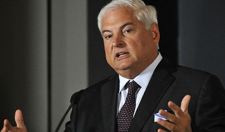 Ricardo Martinelli, durante la audiencia de ayer, se mostró sereno y prestando atención a lo expuesto por el perito Rivera Calle. Archivo