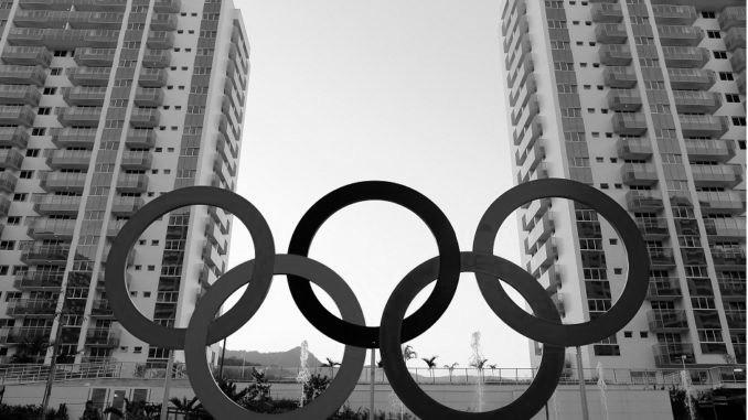 Los aros olímpicos frente a la Villa Olímpica de Río de Janeiro 2016. Foto AP.