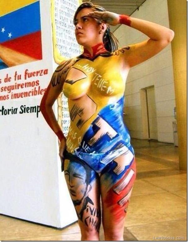 Chicas Semidesnudas Celebran Fecha Patriotica En Venezuela