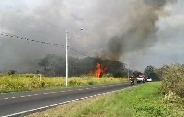 Estas quemas son un peligro para automovilistas. Foto: Eric A. Montenegro.