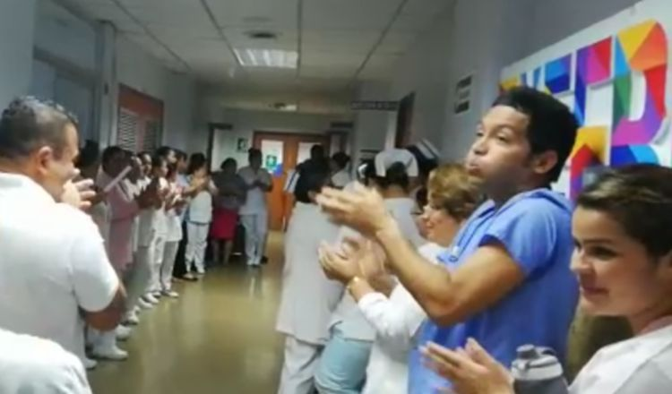 El personal de enfermería fue el que, principalmente, se manifestó frente a la dirección médica. /Foto José Vásquez