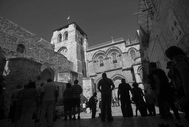 Iglesia Santo Sepulcro en Jerusalén. Declaro mi asombro por el bello y grandioso orden que existe en el universo y que no sé si existe una inteligencia que lo ha regulado. Foto: EFE.