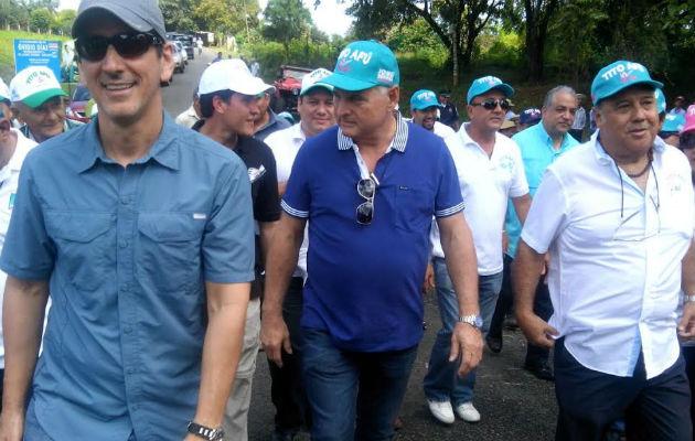 El expresidente Martinelli acompaña a Tito Afú en las elecciones. Foto/Jason Morales