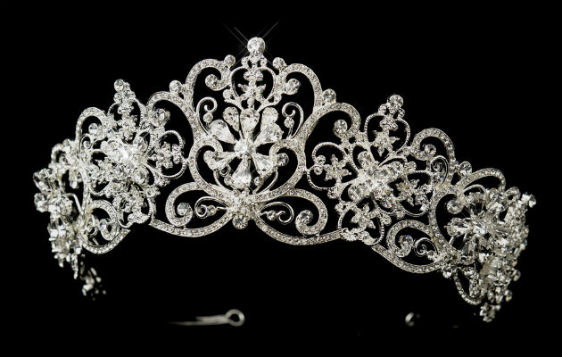 Finalista le arranca la tiara a Miss Amazonas