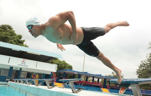 El nadador Edgar Crespo continúa siendo uno de los mejores exponentes de la natación, en los 50 y 100 metros pecho, a nivel regional. / Anayansi Gamez