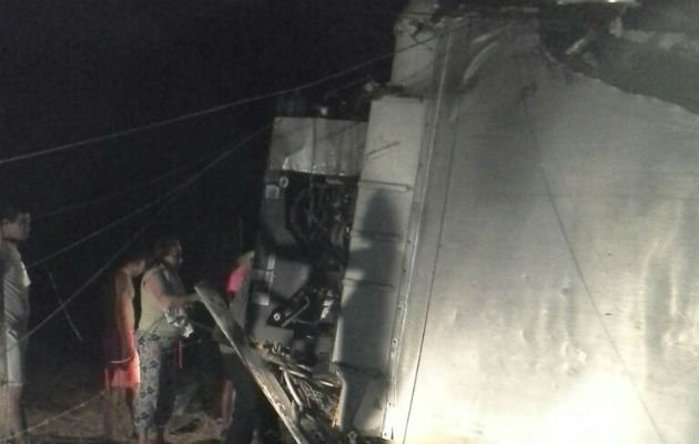 Muere hombre tras chocar y volcarse camión en Llano de Piedra en ... - Panamá América