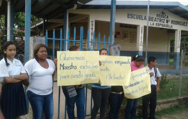 Padres de familia de la escuela de La Espigadilla exigen nombrar ... - Panamá América