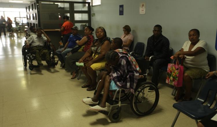 Mientras el Gobierno se interesa en negociar con los servicios de salud pública, pacientes en todo el país sufren una extendida crisis por falta de medicamentos e insumos. /Foto Archivo