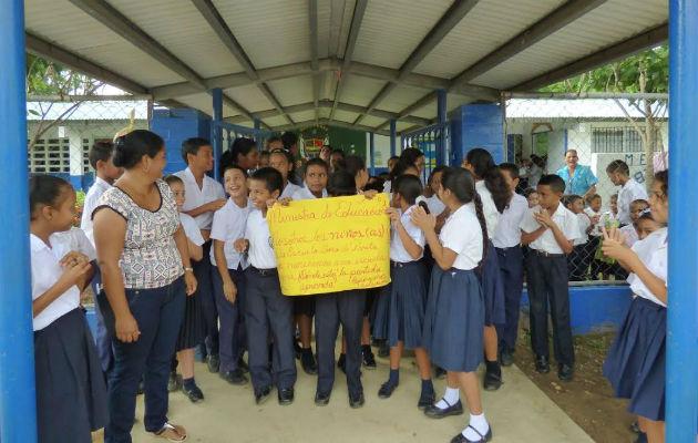 Padres de familia de Boca de Parita amenazan con paralización - Panamá América