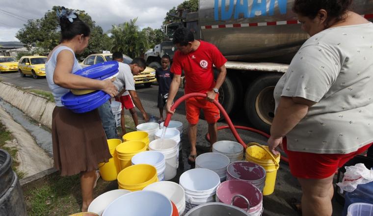 Agua: Una de las promesas de campaña del presidente Juan Carlos Varela fue que todos los panameños tendrían agua potable, meta que en dos años de gobierno todavía no se ha cumplido.