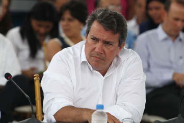 Incapacidad del MOP: Las calles de Panamá, tanto en la capital como en el interior del país se encuentran en mal estado, denuncian conductores y residentes, quienes llevan meses pidiendo una rápida solución por parte del ministro Ramón Arosemena.