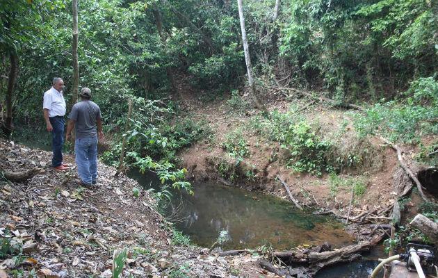Inspeccionan afluente. Foto. Eric A. Montenegro