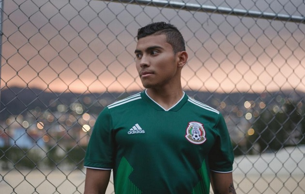Colombia vestirá una moderna versión de la camiseta empleada en el Mundial  de Italia 90 6398501067fb4