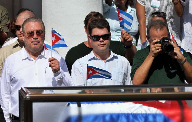 Fidel Castro Díaz-Balart (izq), en el sepelio de su padre Fidel Castro Ruz. Foto: EFE.
