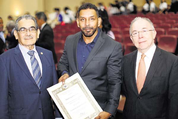 1. Héctor Montemayor, Rogelio Guerra Ávila y Alfredo Galván.