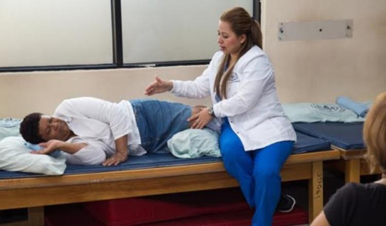 La Escuela de Columna se realiza cada mes en el hospital Susana Jones Cano.