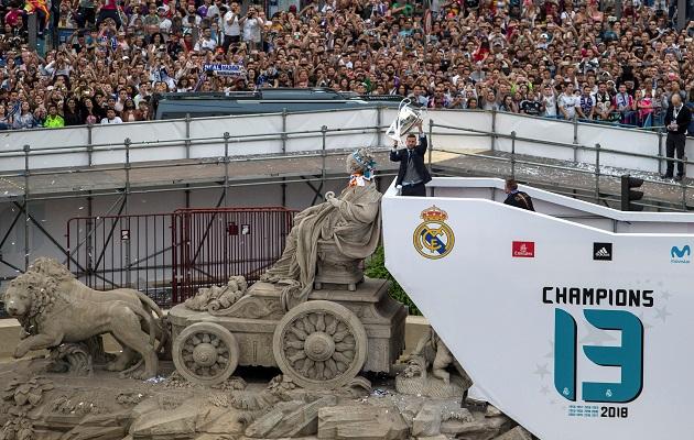 El Real Madrid regresa de madrugada y celebrará la decimotercera el domingo
