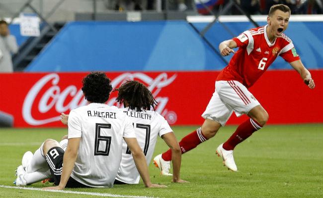 Denis Cheryshev festeja el segundo gol de Rusia. Foto:AP