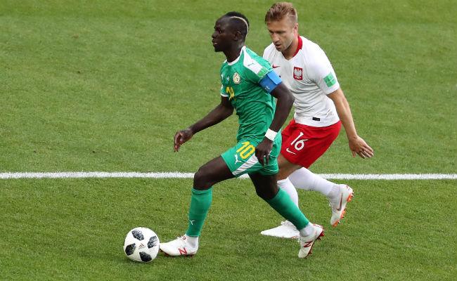 Sadio Mané de Senegal (izq) y Jakub Blaszczykowski de Polania. Foto:AP