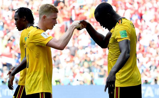 Romelu Lukaku de Bélgica (der.) celebra su gol ante Kevin de Bruyne. Foto:AP