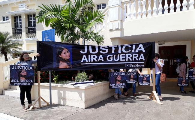Desde el inicio del juicio, familiares de la joven exigen justicia.