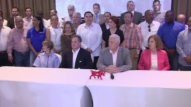Juan Carlos Navarro se une a Ernesto Pérez Balladares.