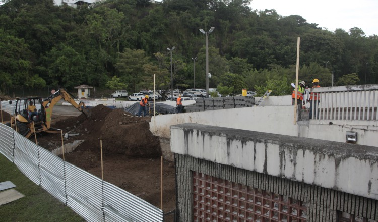 Los trabajos en el Hospital San Miguel Arcángel se mantienen  en un 70% y están presionando para que los mismos concluyan en noviembre de este año. /Foto: Víctor Arosemena