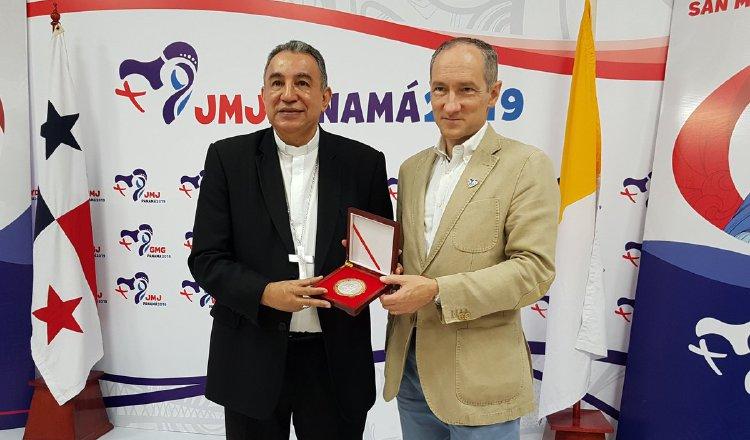 Antonio Olivié, periodista español, compartió con periodistas panameños experiencias de la JMJ. Cortesía