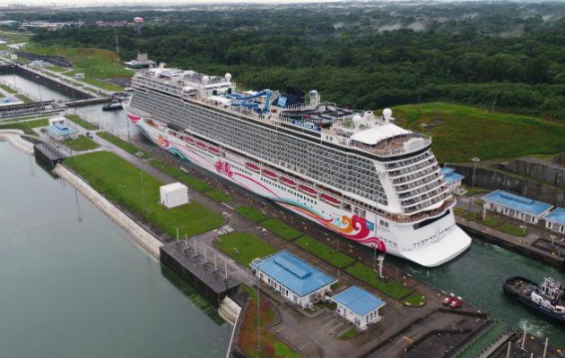 El resto de los ingresos del Canal de Panamá sumó $135.7 millones, que provinieron principalmente de la producción de agua potable ($36.2 millones). Foto/@MarottaIlya